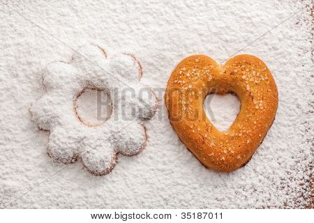 Biscuit covered powdered sugar