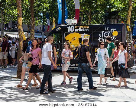 """""""le Tour Of France  Boutique Officiel"""" Van"""
