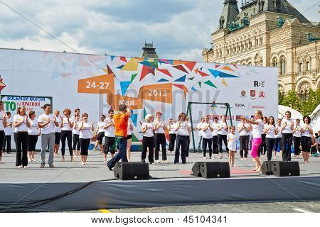 MOSCOW - MAY 27: Performance of Bikram Yoga Studio led by O.Shurygina on Red Square during 8-th sports forum GTO, May 27, 2012, Moscow, Russia.