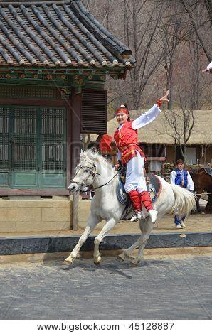 Participants a the Equestrian Feats act
