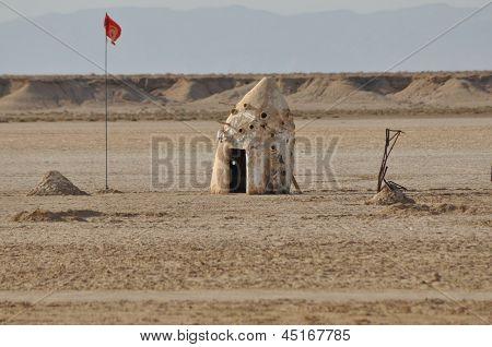 North Sahara, Hut On The Desert