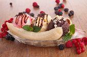 pic of banana split  - gourmet banana split - JPG