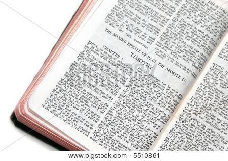 Bíblia aberta a Ii Timóteo