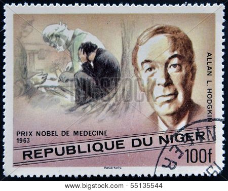 Um selo imprimido no Níger mostra Prêmio Nobel em medicina Alan L. Hodgkin