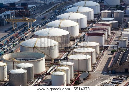 oil storage in the modern port