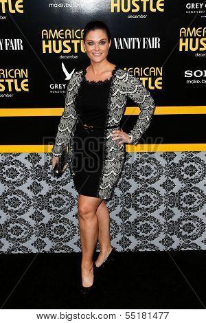 NEW YORK-DEC 8: Actress Erica McDermott attends the