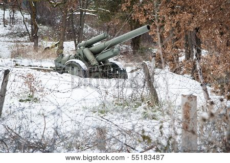 Defence line artillery in winter
