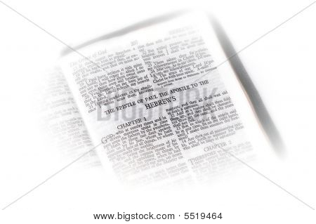 Bíblia aberta a vinheta de Hebreus