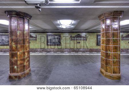 Fehrbelliner Platz Columns