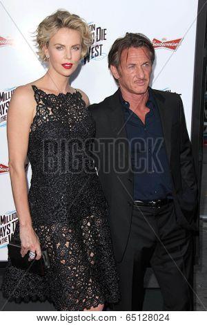 LOS ANGELES - MAY 15:  Charlize Theron, Sean Penn at the