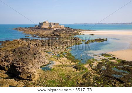 Fort National and beach from Saint Malo, during low tide. Brittany, France