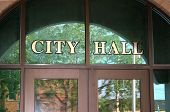 foto of city hall  - The front doors of City Hall