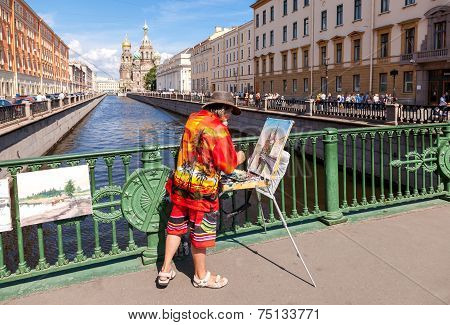 Saint Petersburg, Russia - August 9, 2014: Artist Paint Church Of The Savior On Spilled Blood In Sun