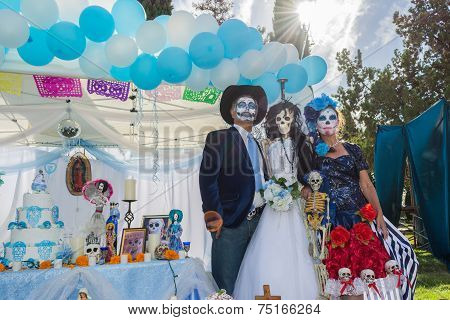 Unknown People And Altar On Display At The 15Th Annual Day Of The Dead Festival