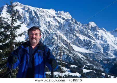 Hombre en los Alpes