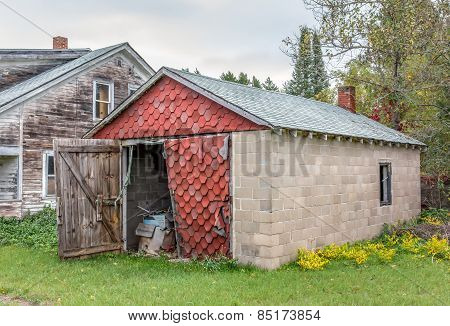 Abandoned American Midwest Farm House And Garage