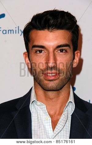LOS ANGELES - MAR 9:  Justin Baldoni at the 2015 Silver Circle Gala at the Beverly Wilshire Hotel on March 9, 2015 in Beverly Hills, CA