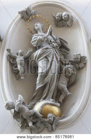 VIENNA, AUSTRIA - OCTOBER 10: Virgin Mary street statue in Vienna, Austria on October 10, 2014.
