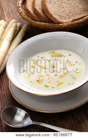 spargelcremesuppe, white asparagus cream soup, german spring cuisine