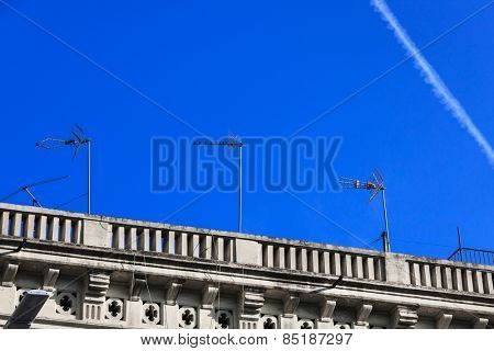 TV antennas on the roof of the house