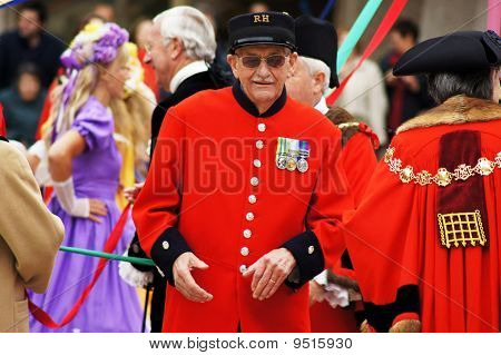 Chelsea Pensioner And Mayors At The Pearly Kings And Queens Harvest Festival In The City Of London 2