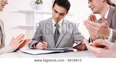 Unterzeichnung eines Vertrags