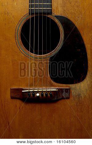 Nahaufnahme der akustischen Gitarre Resonanzboden