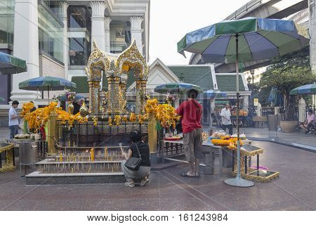 BANGKOKTHAILAND - NOV 26 : tourist pray to Erawan shrine at Ratchaprasong Junction on november 26 2016 Thailand. Erawan shrine is famously sacred place in bangkok