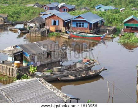 Village On A Lac With Small Fisherman Boats, Tonle Sap Lake, Cambodgia