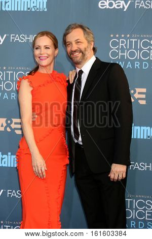 LOS ANGELES - DEC 11:  Leslie Mann, Judd Apatow at the 22nd Annual Critics' Choice Awards at Barker Hanger on December 11, 2016 in Santa Monica, CA