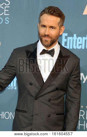 LOS ANGELES - DEC 11:  Ryan Reynolds at the 22nd Annual Critics' Choice Awards at Barker Hanger on December 11, 2016 in Santa Monica, CA