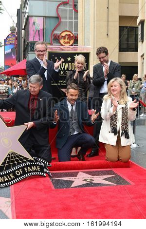 LOS ANGELES - DEC 15:  Rhett Reese, Ryan Reynolds, Anna Faris, Paul Wernick, Chamber Officias at Ryan's Walk of Fame Star Ceremony at the Hollywood & Highland on December 15, 2016 in Los Angeles, CA