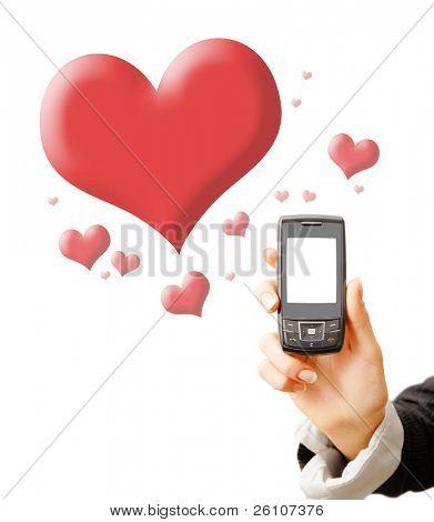 Teléfono móvil en la mano de la mujer. Con muchos corazones rojos alrededor. Aislado en blanco. Closeup.