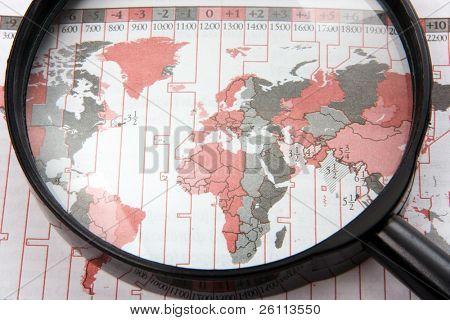 schwarze Magnifer mit Weltkarte