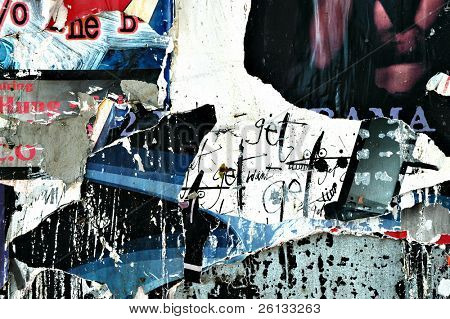 Nahaufnahme von Unterhaltung Veranstaltung Poster eine Wand abgerissen