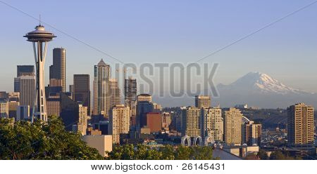 The Seattle skyline on a clear autumn evening with Mount Rainier in the background