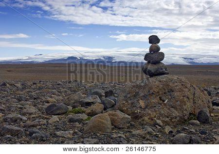 Una Varda que simboliza un viaje seguro, a menudo se encuentra en el interior islandés. Para algunos ha