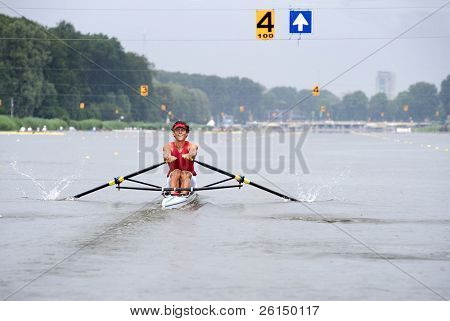 A Skiff oarsman in lane 4 during a regatta