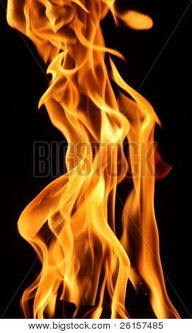 Detalle de llama contra negro