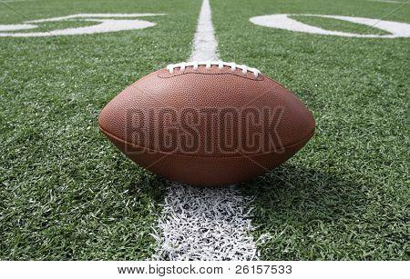 Fútbol cerca de la línea de la yarda 50
