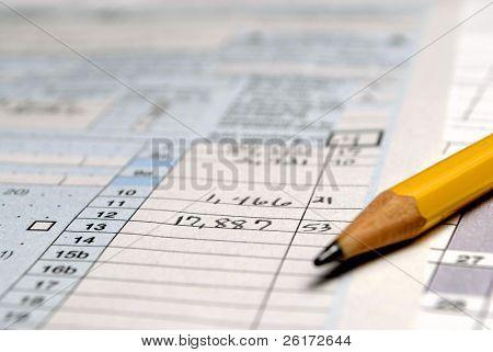 Closeup Detail der aktuellen Steuerformularen und Bleistift