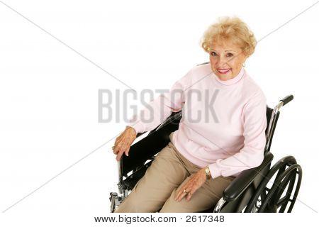 Senhora Senior em cadeira de rodas Horizontal