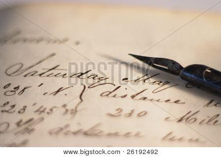 einem Stift auf einem Seemann Tagebuch, geschrieben im Jahre 1862, Angabe von Längen- und Breitengrad