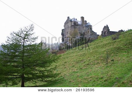 Historic Neidpath Castle, Peebles, Scotland. Detailed history at http://www.maybole.org/history/castles/neidpath.htm