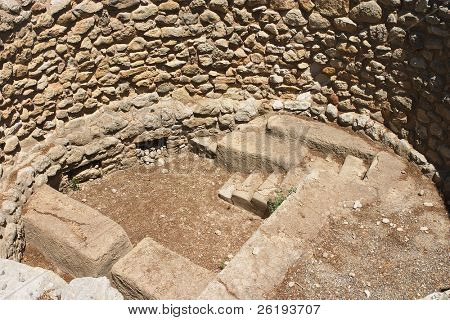 Early Minoan house at the bottom of a storage pit of the Palatial Period at Knossos