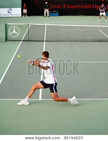 Russia's Youzhny stretches for a return to Swedish ace Jonas Bjorkman at the Qatar Mobil Open, Doha, 2006