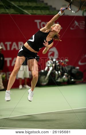 Meghann Shaughnessy serving in the doubles vs Kirilenko/Hingis at Qatar Total Open, March 2, 2007.