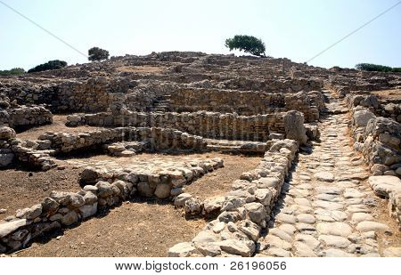 A main path running through the centre of Gournia, the 3,500 year old Minoan town that has the best preserved of all Crete's Minoan remains.