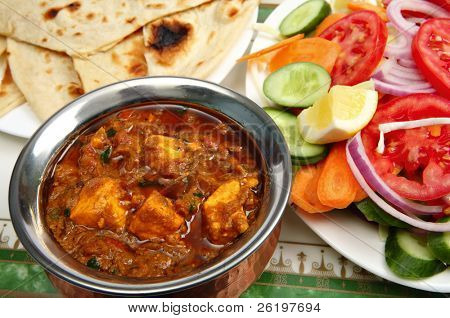 Kadai paneer cheese curry in a cardamon gravy, with naan bread and a side salad