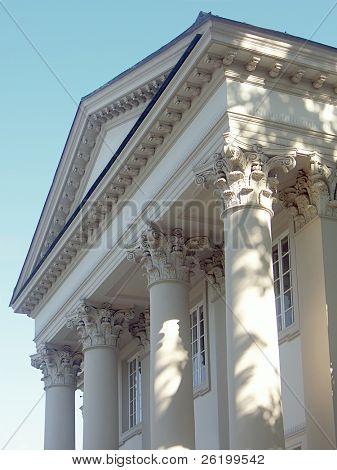 Tímpano y columnas